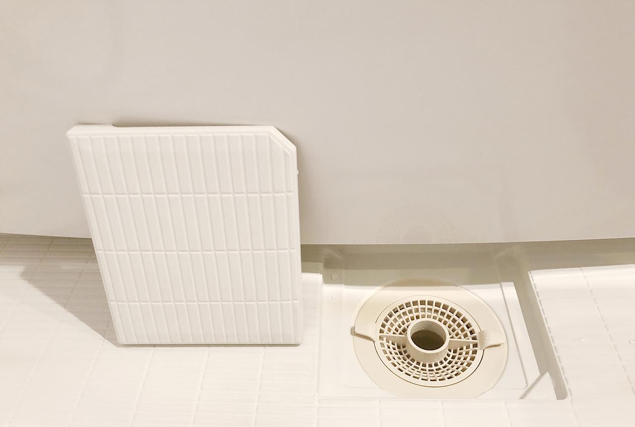 お風呂場の排水口のフタは立てて通気させる